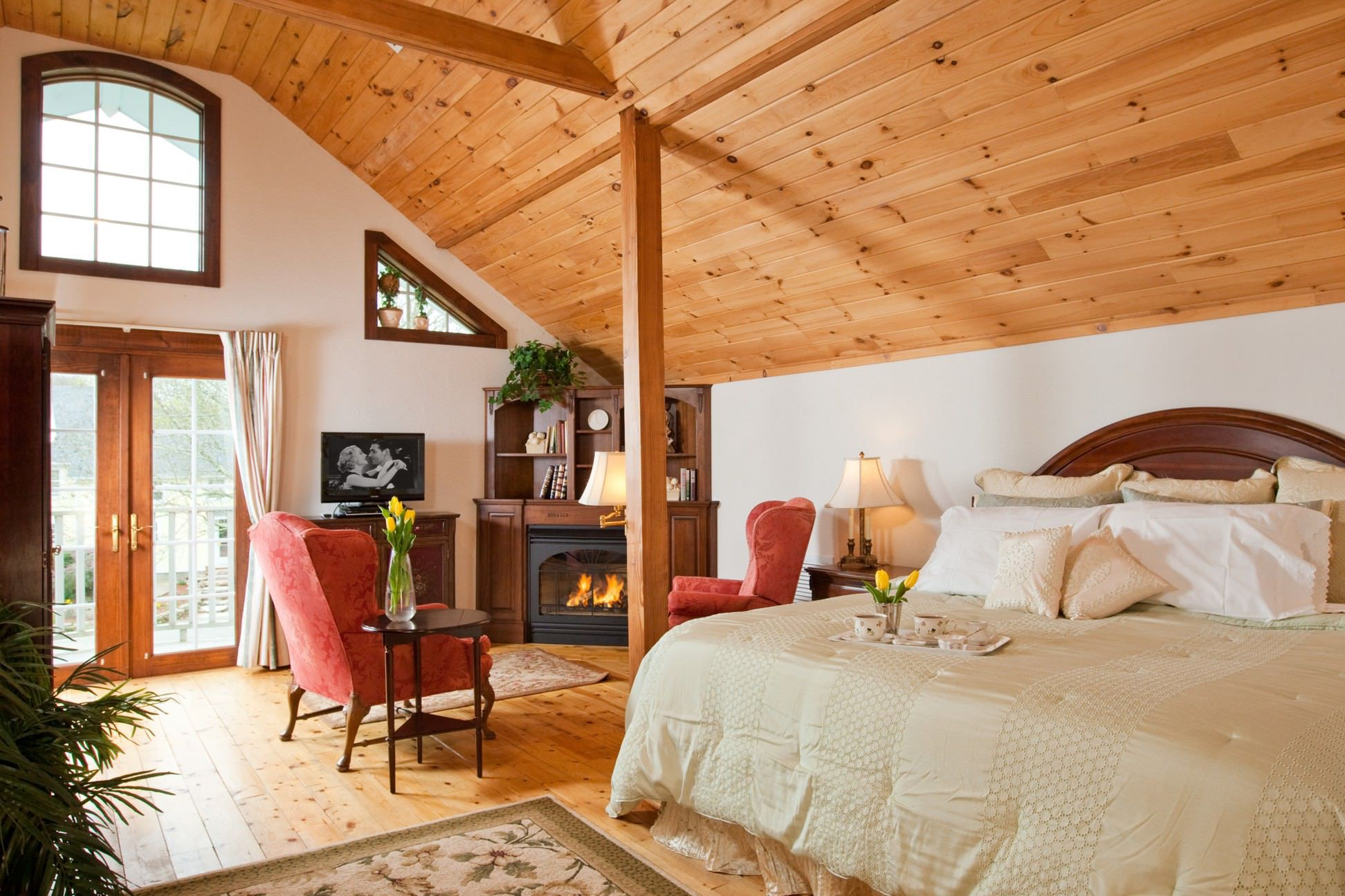 View of the Sara Master Suite in Stonecroft Country Inn